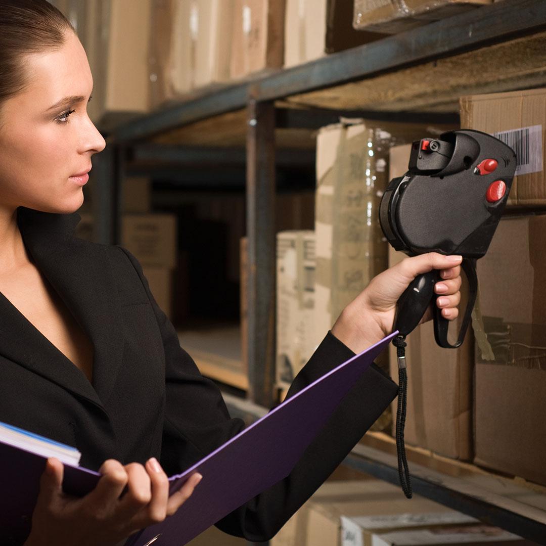 Guarda-móveis viram estoque para pequenas e grandes empresas